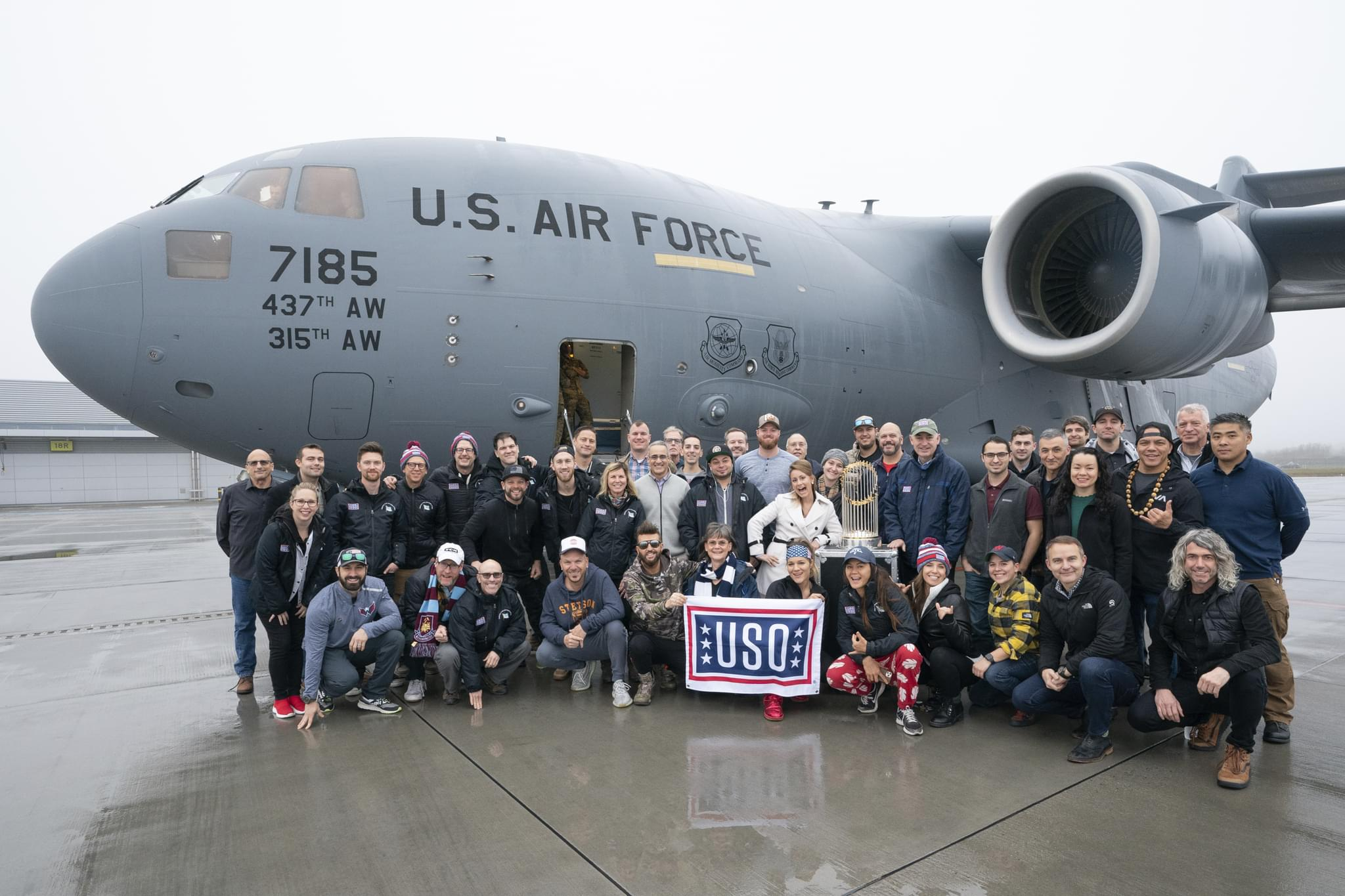 Locash USO Group Shot