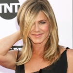 Jennifer Aniston Reacts to Seeing That Video of Brad Pitt Watching Her Acceptance Speech