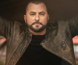 Tyler Farr Made a DIY Redneck Pool For His Backyard That You HAVE to See! {PICS}