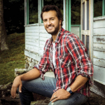 Luke Bryan Stops To Help Stranded Mom with Flat Tire {WATCH}