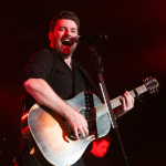"Chris Young ""Brightens Someone's Holiday"" While Leaving a HUGE Tip! {PIC}"