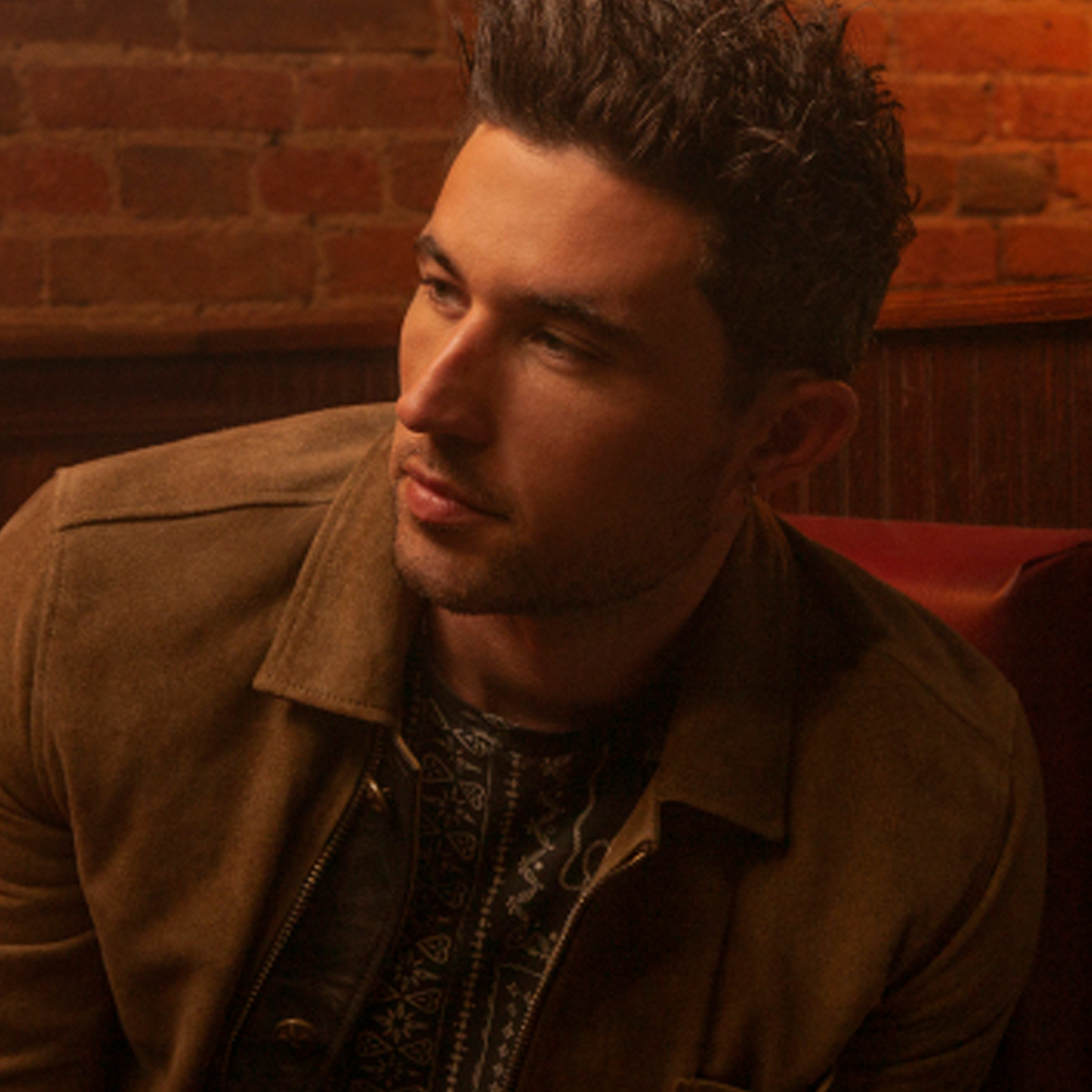Michael Ray Honors Fallen Soldiers with Touching Tribute On Stage