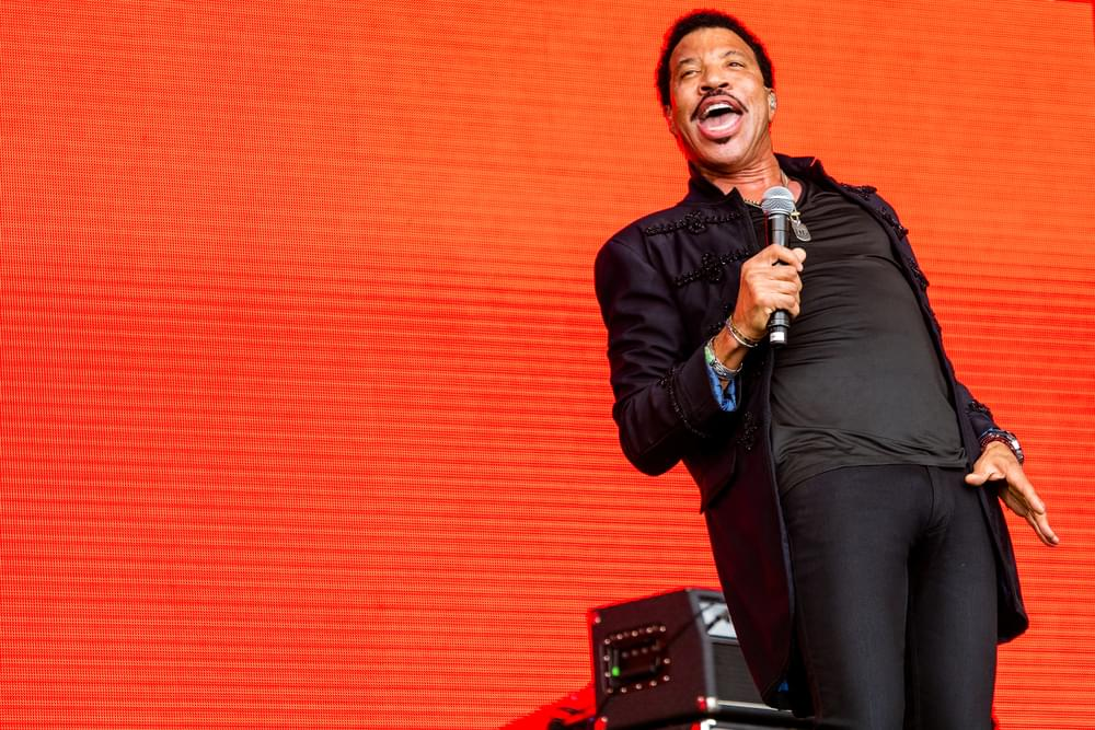 """Lionel Richie Wants To Record """"We Are The World"""" For Coronavirus Victims"""