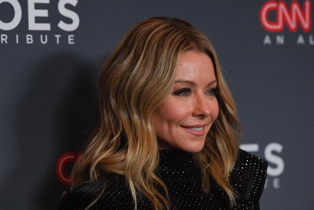"Kelly Ripa Is On ""Root Watch"" as She Forgoes Hair Appointments"