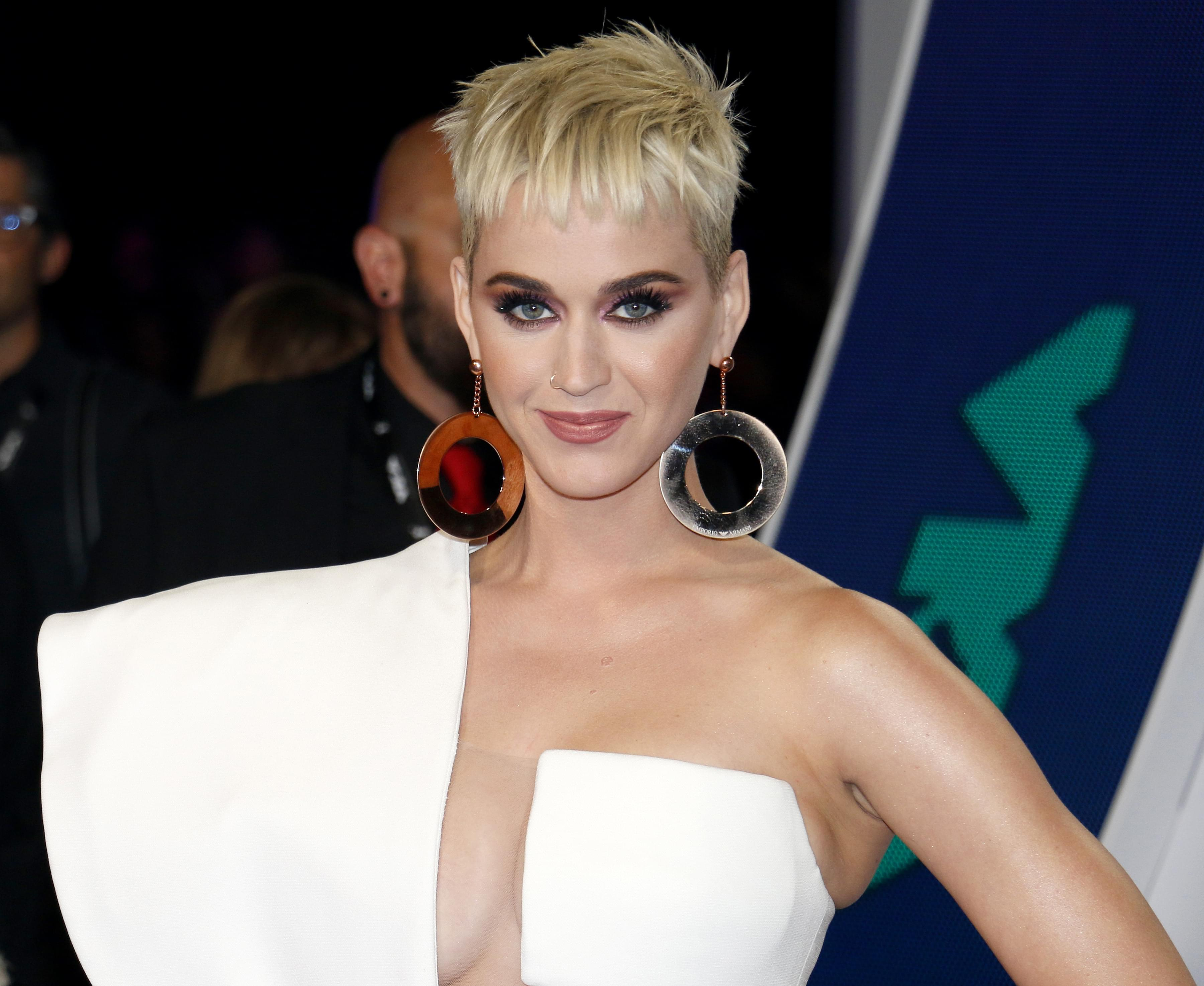"""Katy Perry and Orlando Bloom """"Ecstatic"""" To Have A Baby Girl"""
