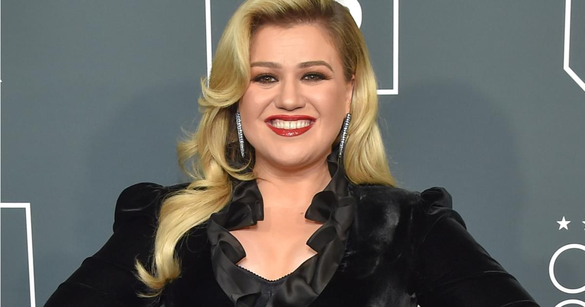 """Kelly Clarkson To Release New Christmas Single: """"Christmas Isn't Canceled (Just You.)"""""""