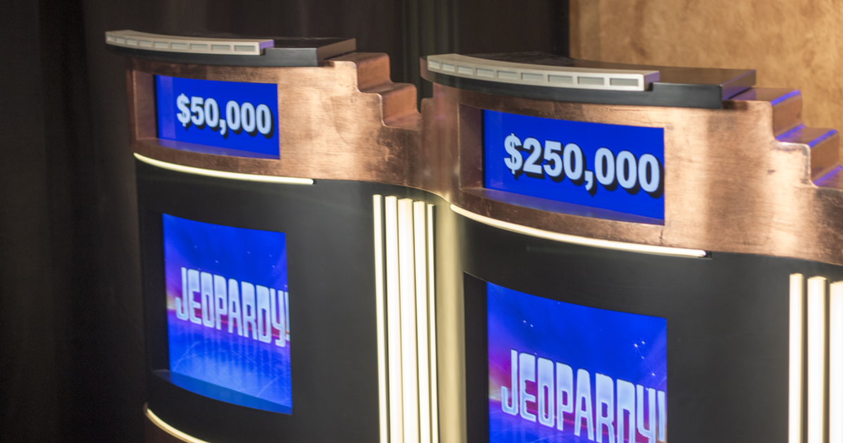 """Mayim Bialik and Ken Jennings Will Be the Only Hosts of """"Jeopardy!"""" This Season"""