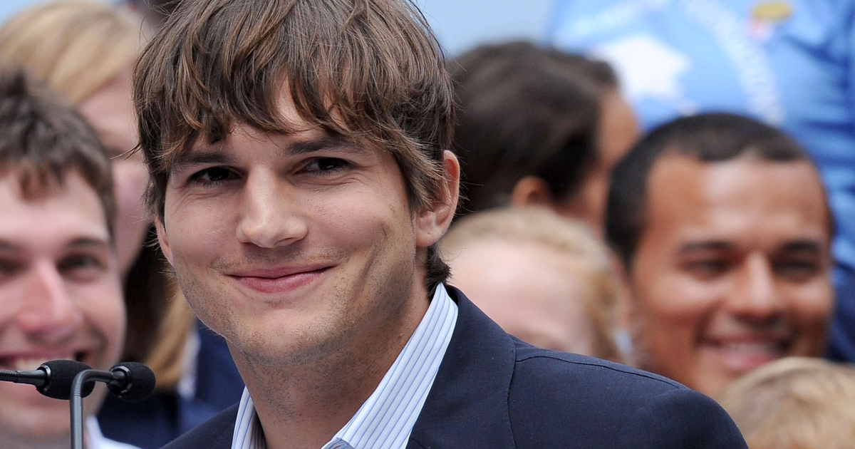 Watch Ashton Kutcher and Mila Kunis Hilariously Prove They DO Bathe Their Kids