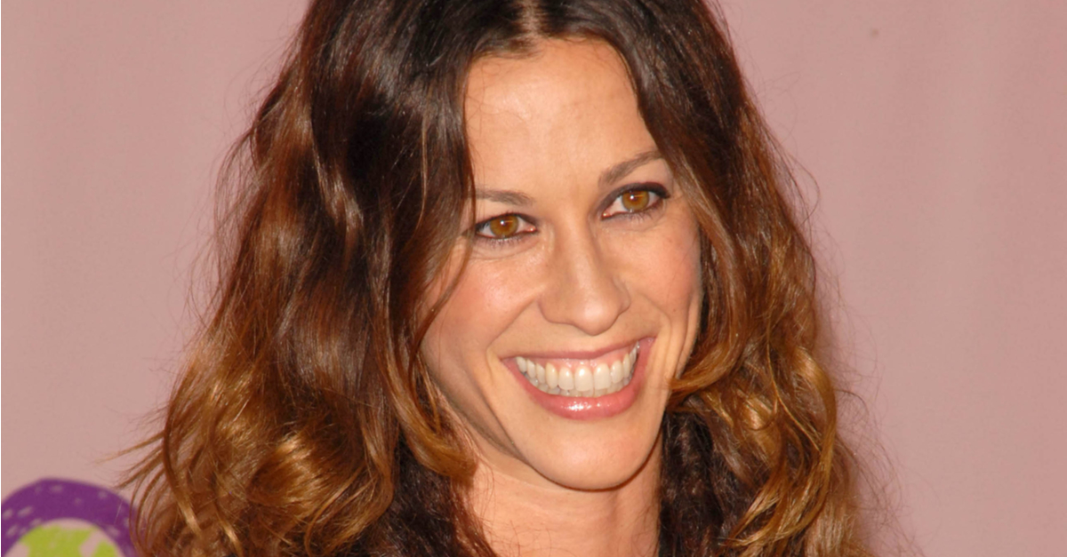 """Alanis Morissette Slams HBO Documentary 'Jagged:' It Includes """"Facts That Are Simply Not True"""""""