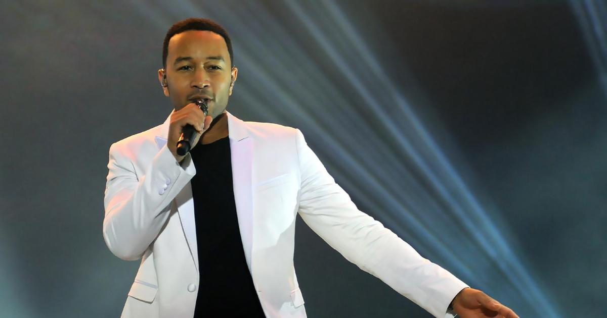 John Legend Dedicates BBMAs Performance to Chrissy Teigen After Pregnancy Loss