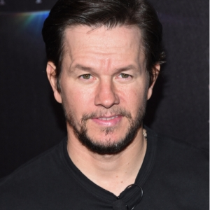 Mark Wahlberg Gets Makeup and Nails Done by His Daughter in Home Quarantine [VIDEO]