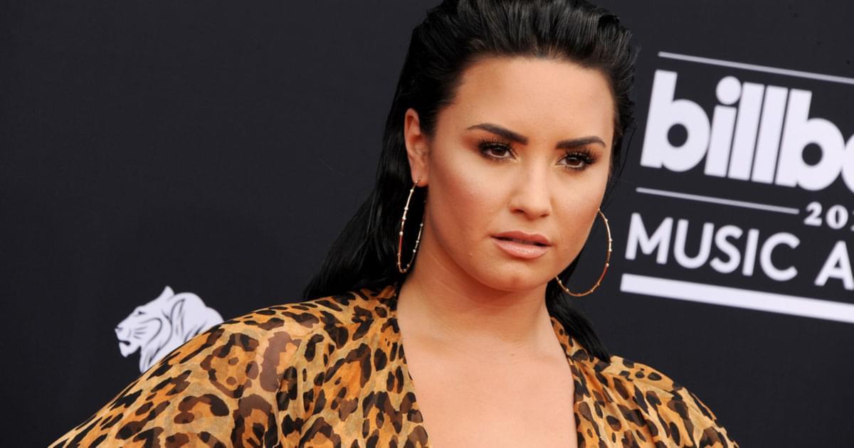 Demi Lovato Debuts a New Super Short Pink Pixie Cut! {PICS}