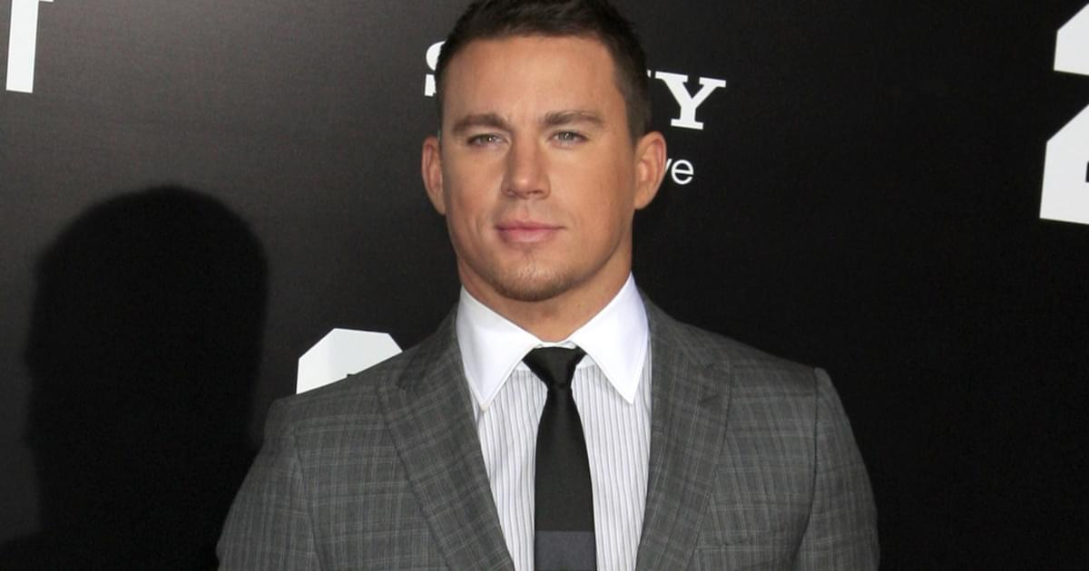 """Channing Tatum Shares Sexy Shirtless Selfie: """"Daddy's Back"""" {PIC}"""