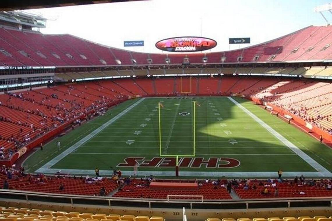 Chiefs Staff Member Tests Positive for COVID-19, Chiefs Continue to Practice