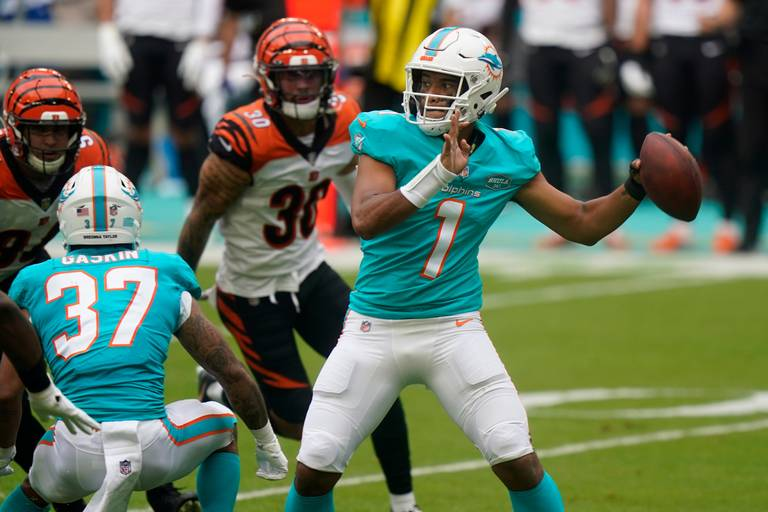 On Both Sides of Ball, Dolphins Present Questions to Chiefs