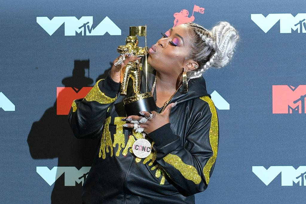 Missy Elliott Receives Video Vanguard + Queen Latifah, Redman + MORE Tribute New Jersey At VMAs