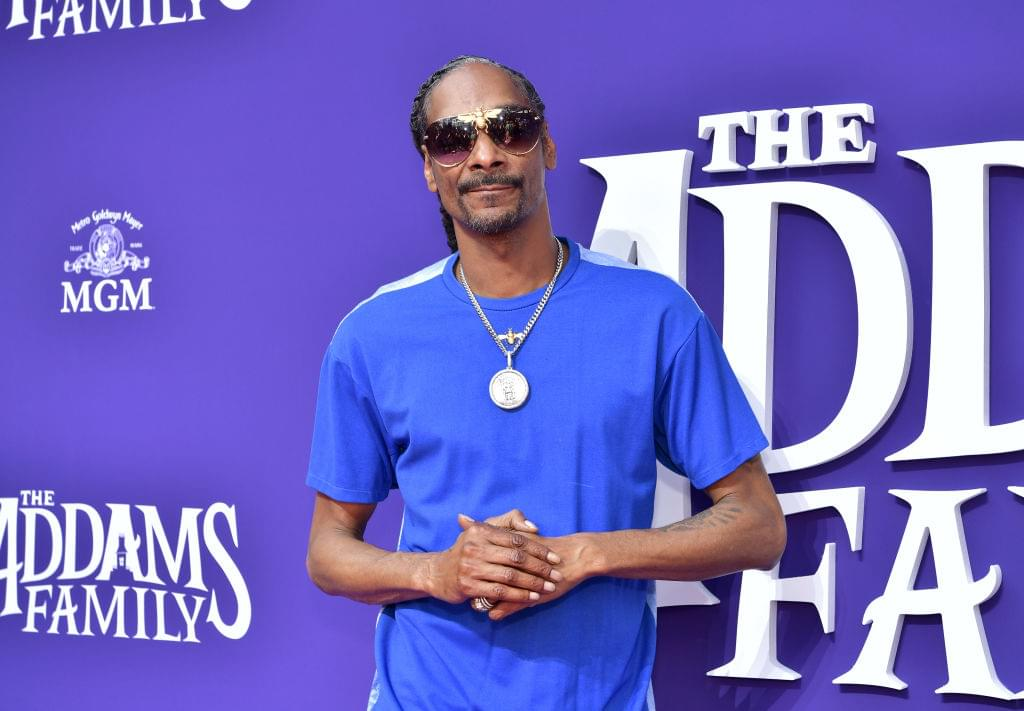 Snoop Dogg Praises His Blunt Roller