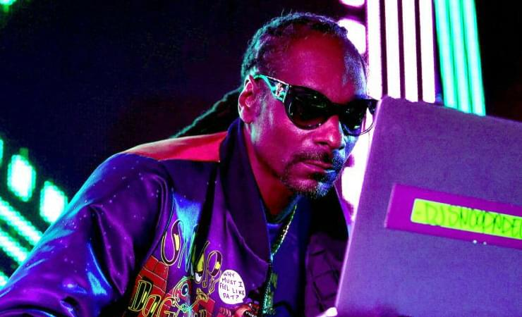 "Snoop Dogg Partners Up With ""19 Crimes"" Wine Company"