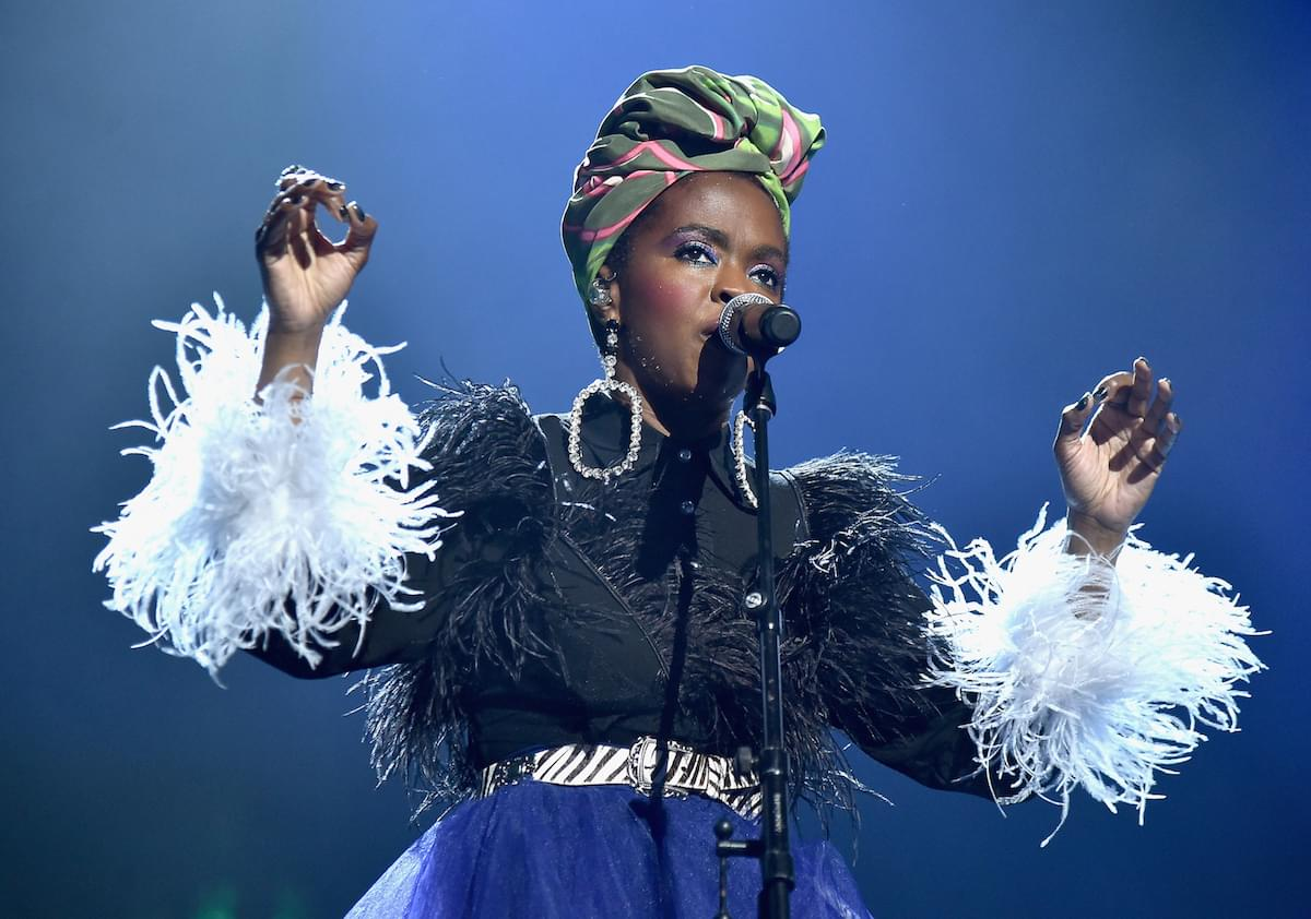 "Lauryn Hill Covers Drake's ""Nice For What"" In Concert"