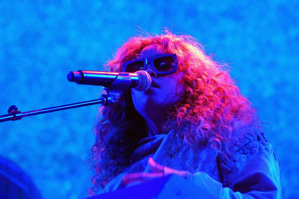 """H.E.R. Performs Song """"As I Am"""" on """"The Tonight Show"""""""