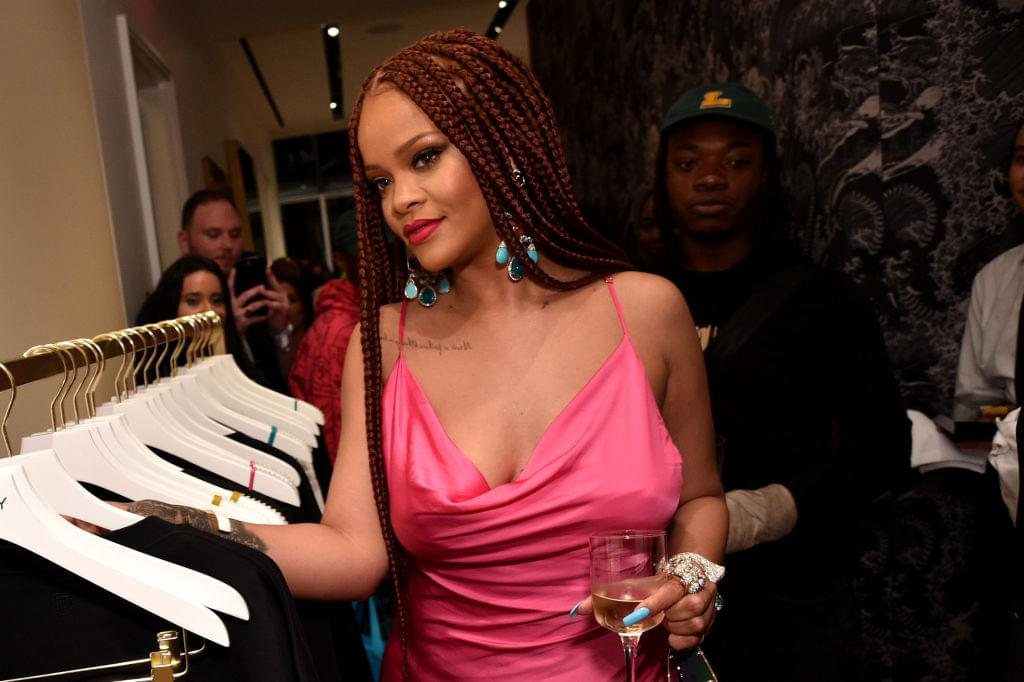 "[WATCH] ""Seth And Rihanna Go Day Drinking"" With Rihanna And Seth Meyers"