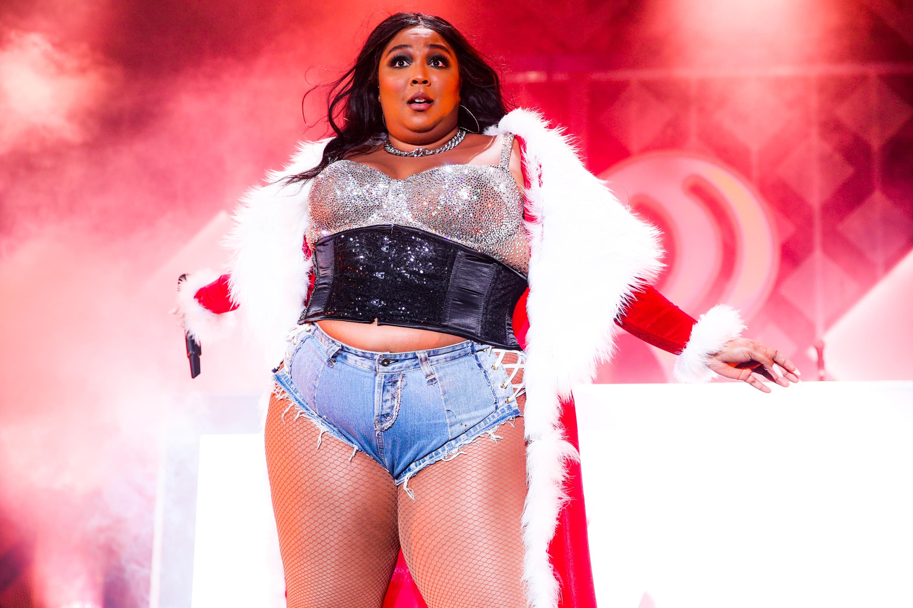 Lizzo Steals Spotlight At Lakers Game