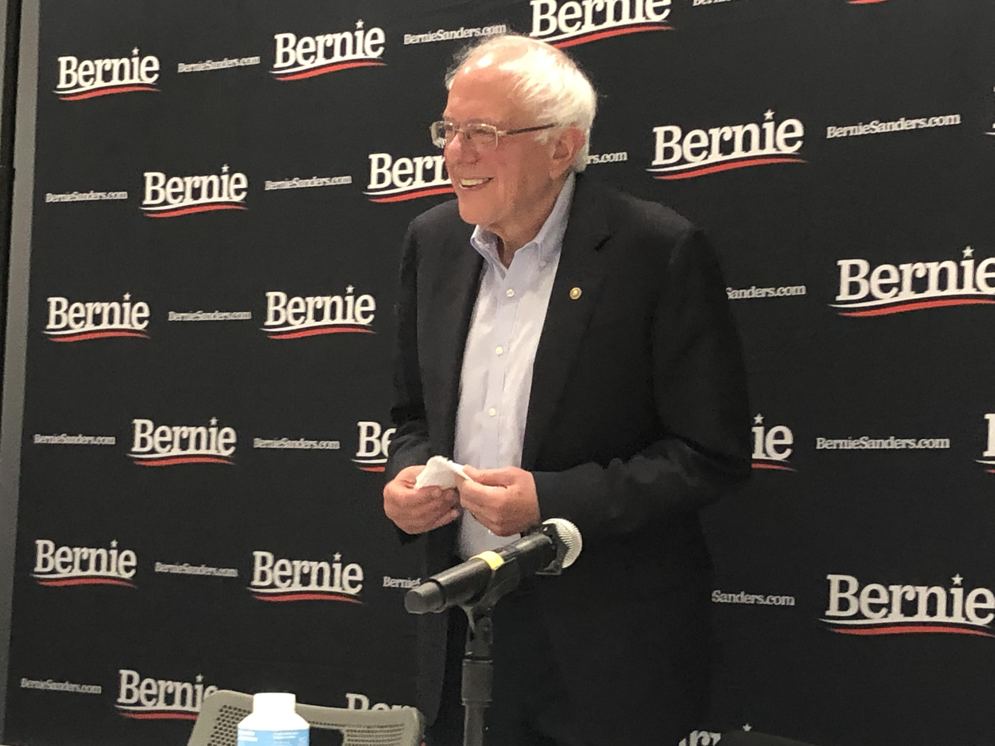¿Como logrará conseguir el voto latino Bernie Sanders? (Español)