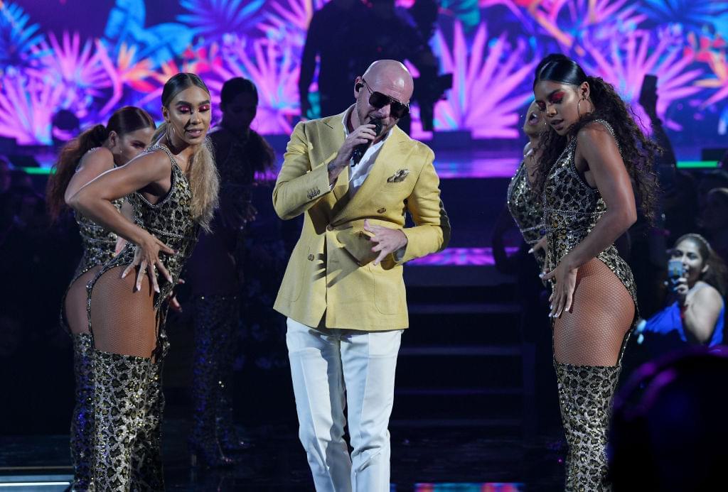 Guess who?! Dancing John Travolta en el Nuevo Video de Pitbull