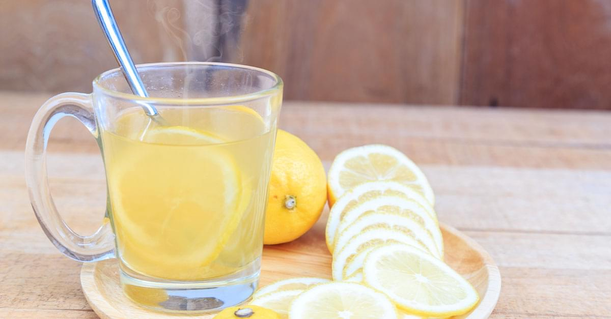 Frutas y verduras con Kuy: El agua con limón le puede ayudar a prevenir piedras de riñón incluso hasta eliminarlas.
