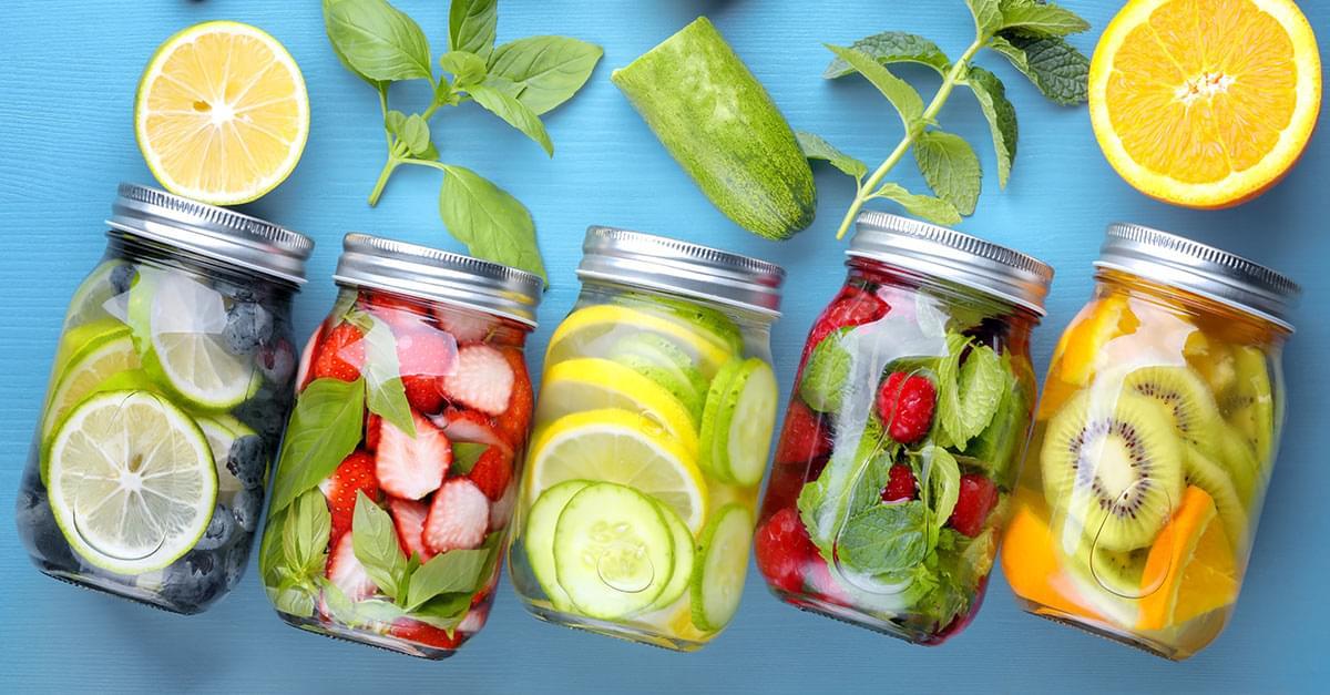 Frutas y verduras con Kuy: Agua infundida y sus beneficios