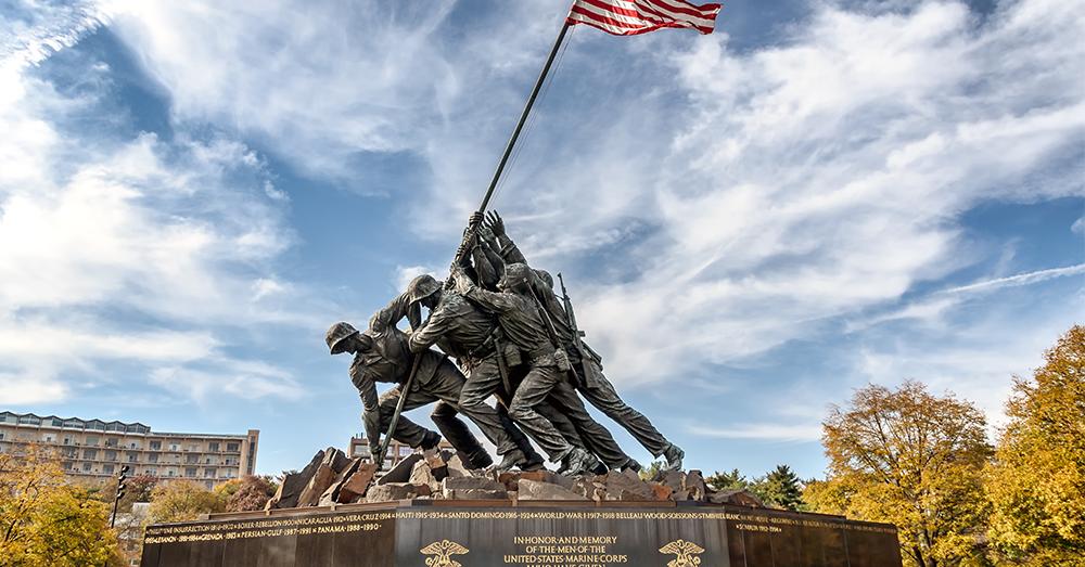 Fuera con las estatuas de los comandantes de guerra!