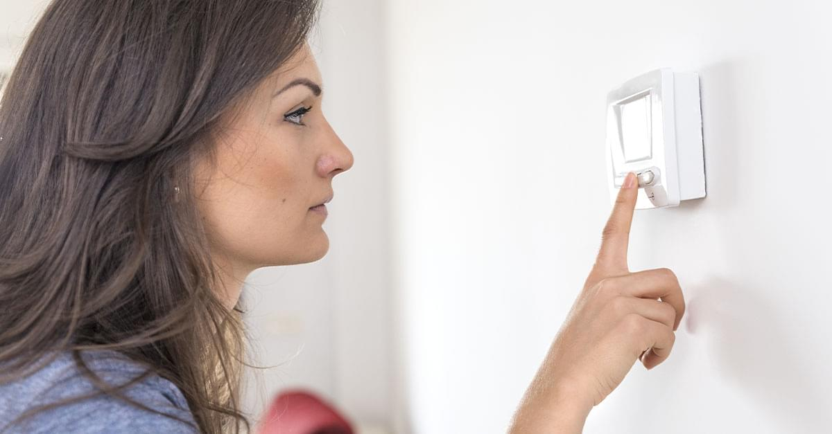 Federal Program Suggests Setting Thermostat to 82 Degrees When Sleeping