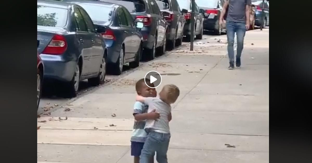 Watch: Video of Toddler 'Besties' Goes Viral