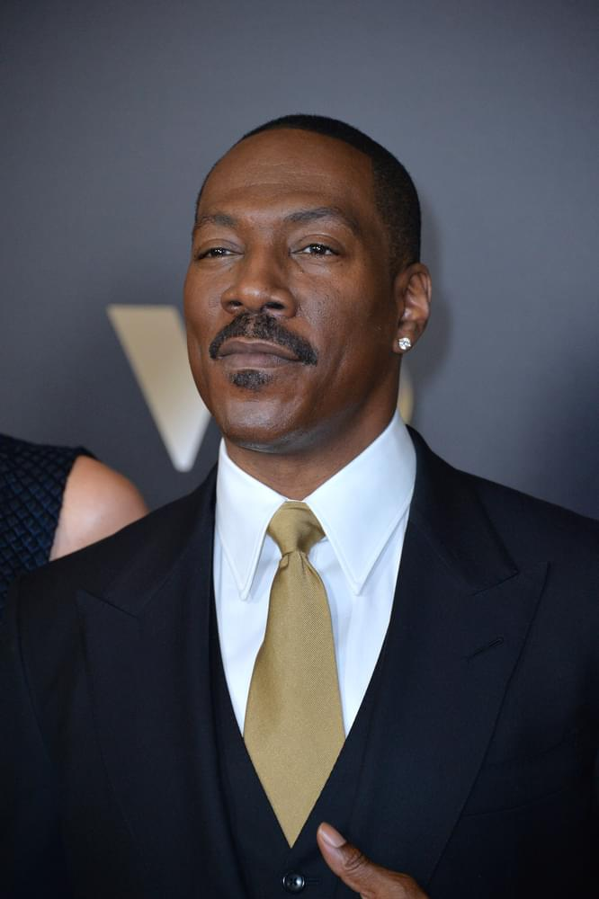 This is THE First Time Eddie Murphy Takes a Family Photo with ALL 10 of His Kids [Photo]