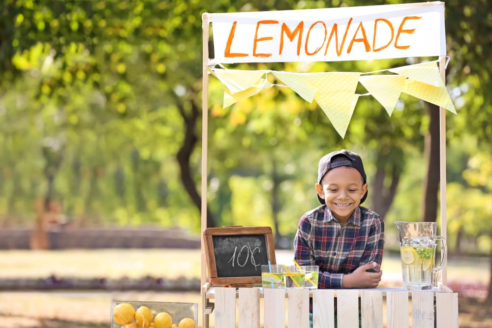 Texas Governor Signs Law Allowing Kids to Sell Lemonade Without License