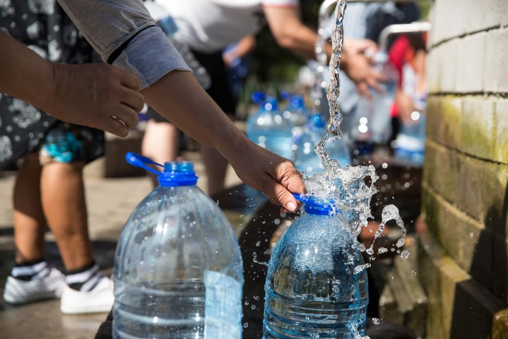 Newark Residents Protest Lead Contaminated Water Outside the VMAs