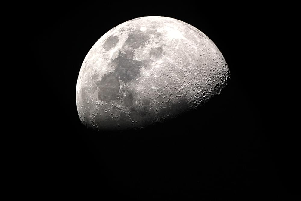 Trump Signs A Order to Mine on the Moon