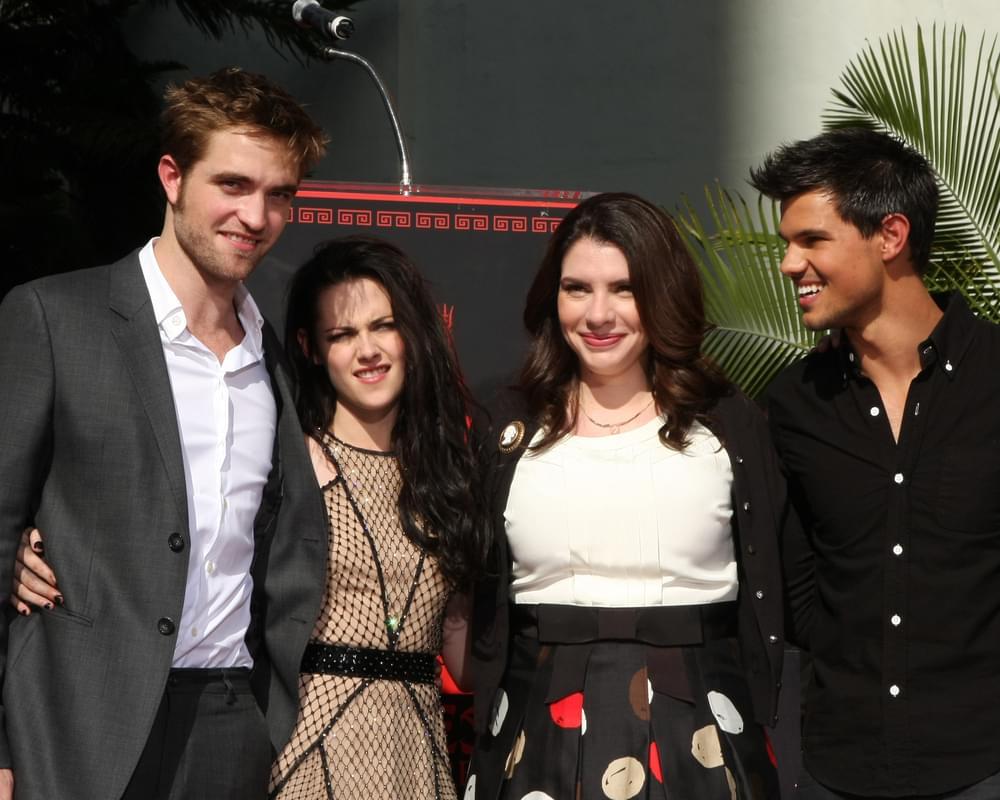 """Stephanie Meyers Announces A New """"Twilight"""" Book"""