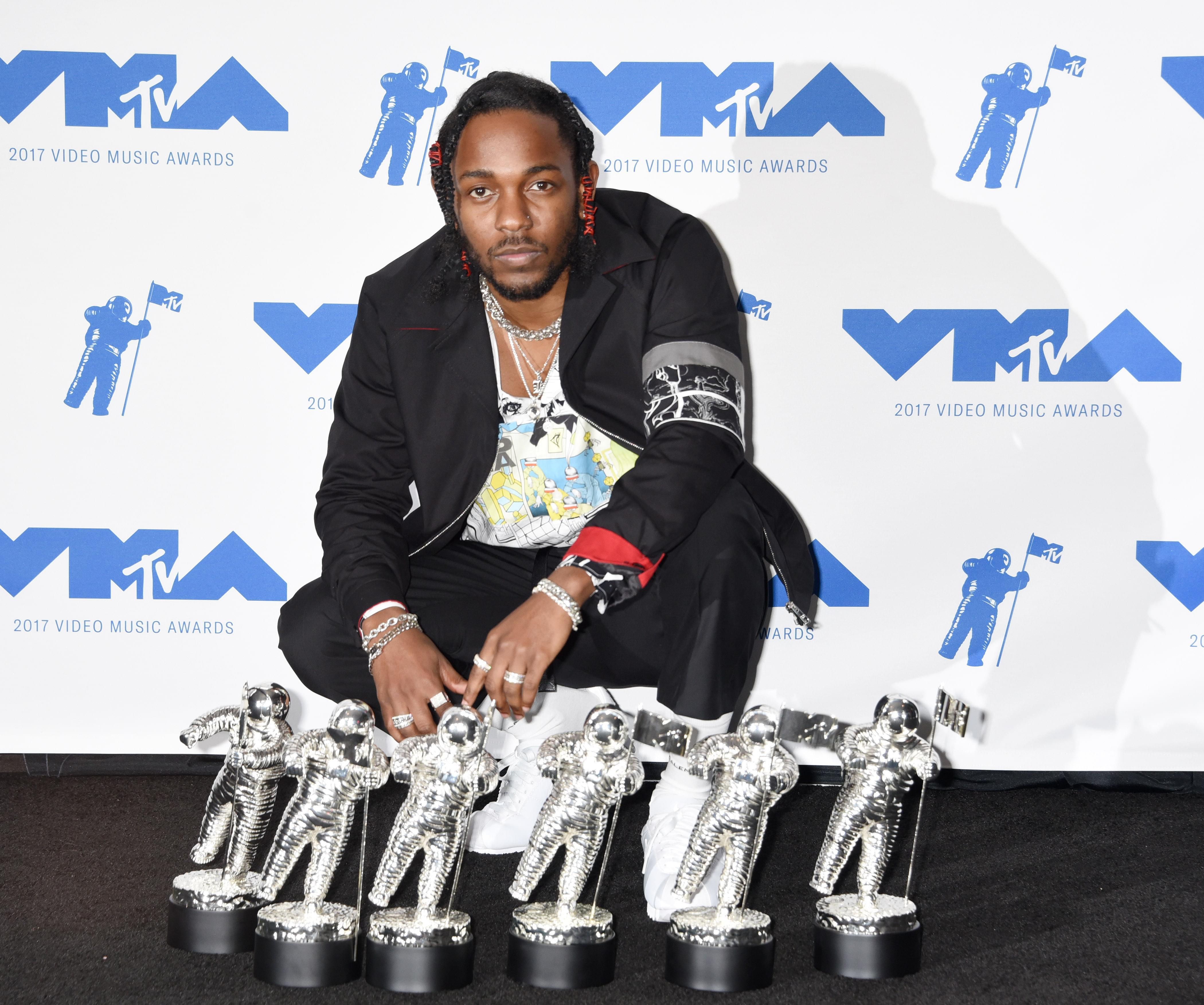 Kendrick Lamar Signs a New Deal!