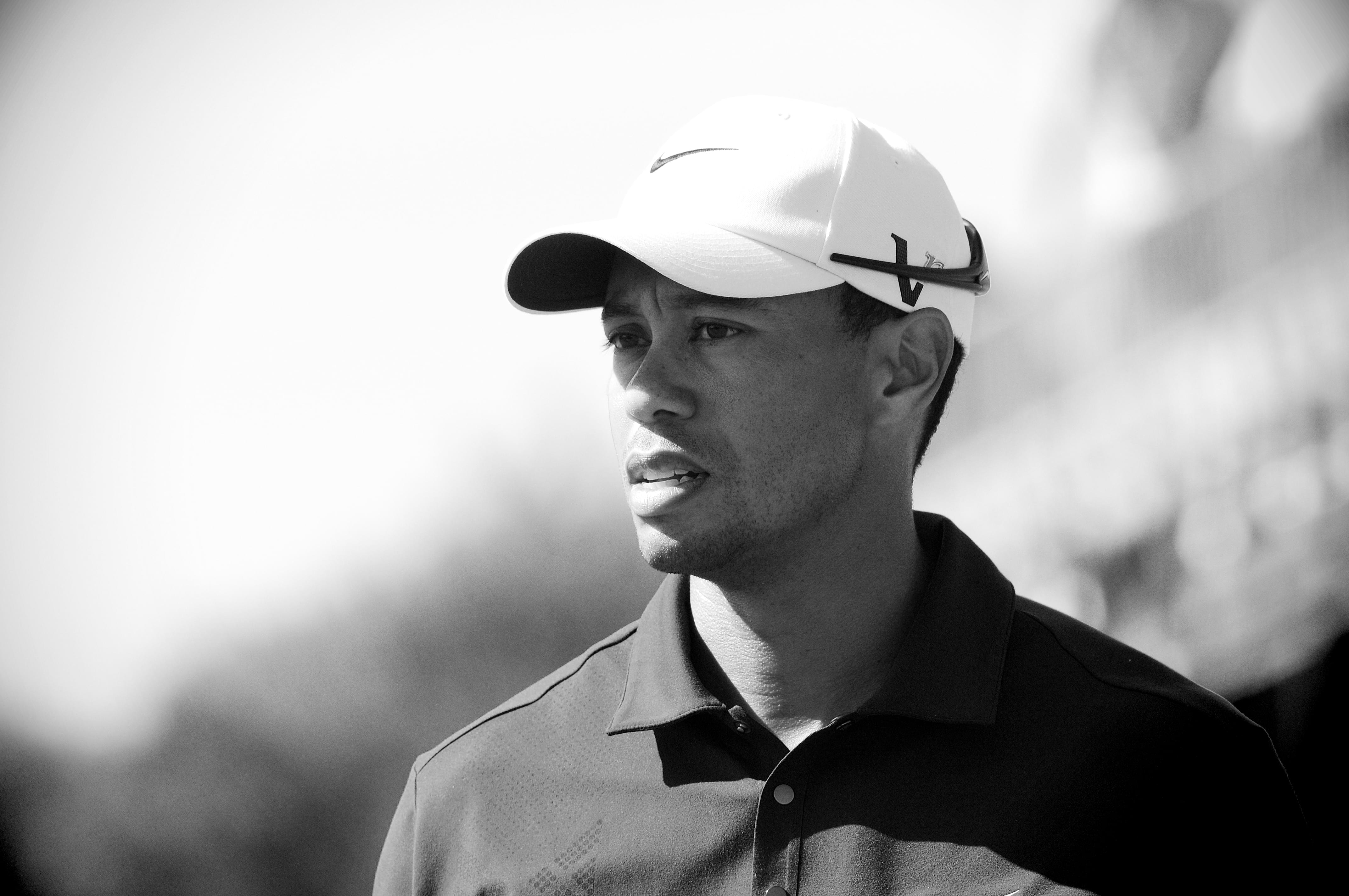 Tiger Woods suffers Injuries in Car Crash