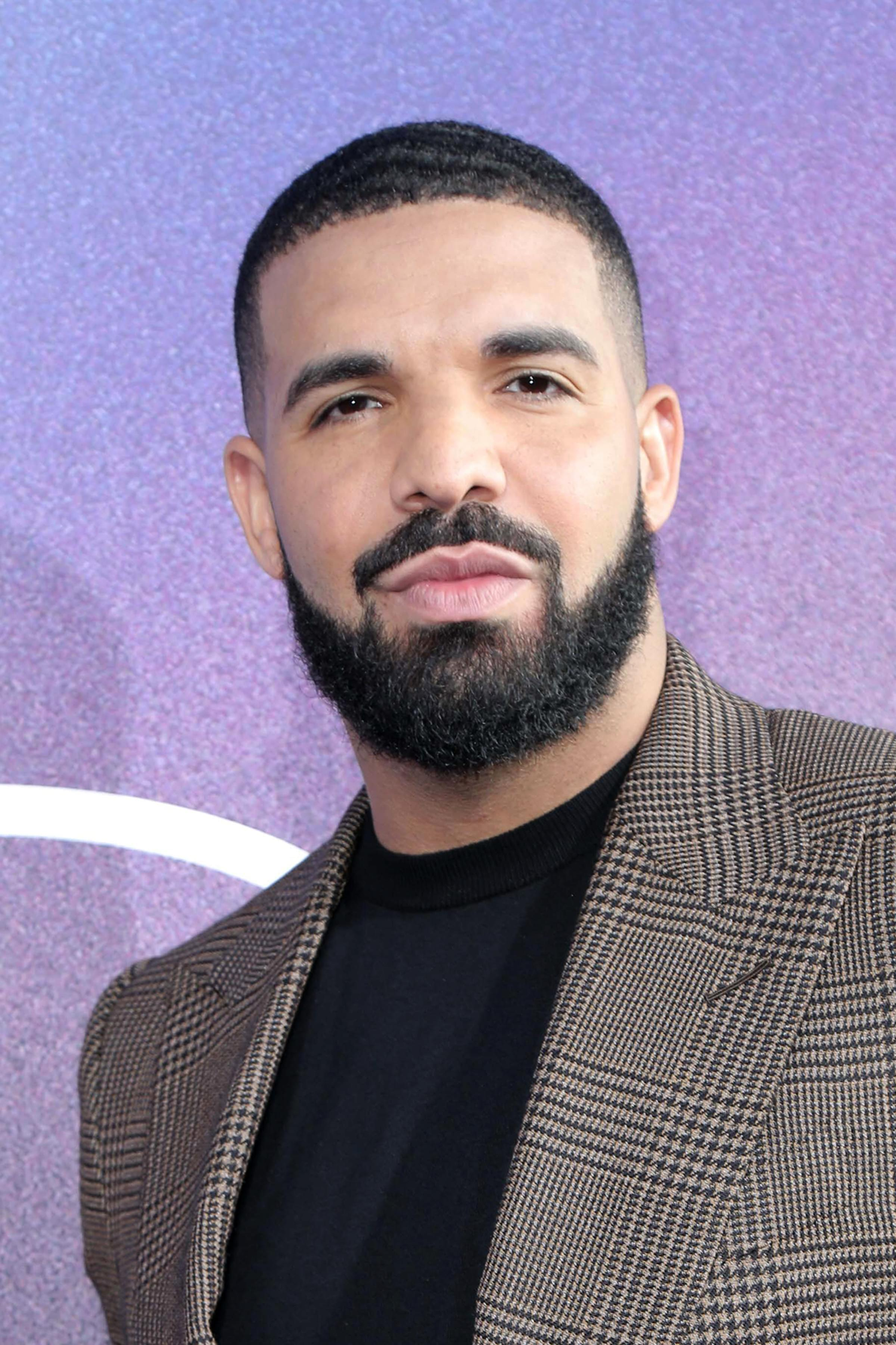 DRAKE ANNOUNCES NEW MUSIC ON THE WAY!