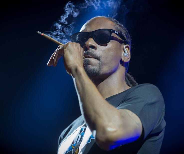"""Snoop Dogg Teams Up With Jamie Foxx To Hunt Vampires In A New Netflix Thriller Called """"Day Shift"""""""