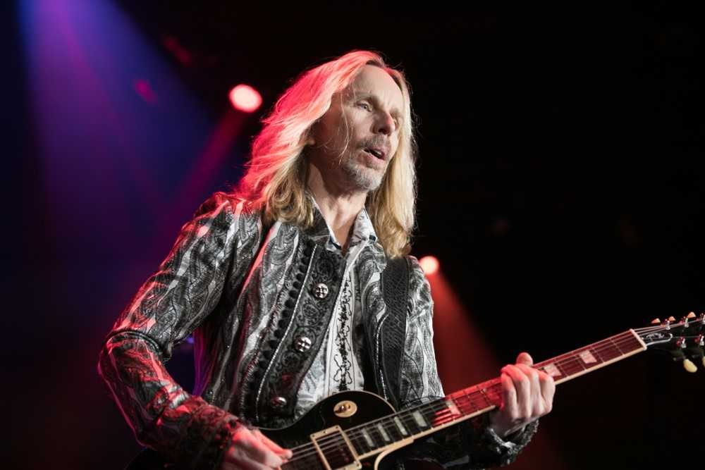 Tommy Shaw of STYX Calls in to Preview His New Blu-Ray 'Sing For The Day!'