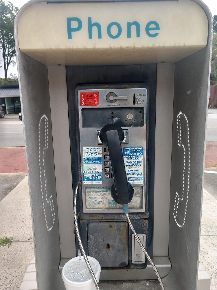 Man Made Radio Goes on a Quest to Find a Working ENC Pay Phone!