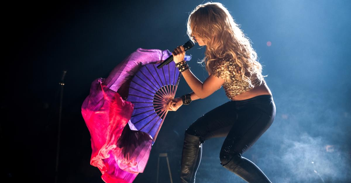Shakira back on tour after vocal problems