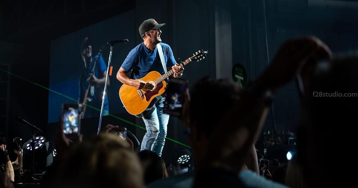 Pics: Luke Bryan in Raleigh
