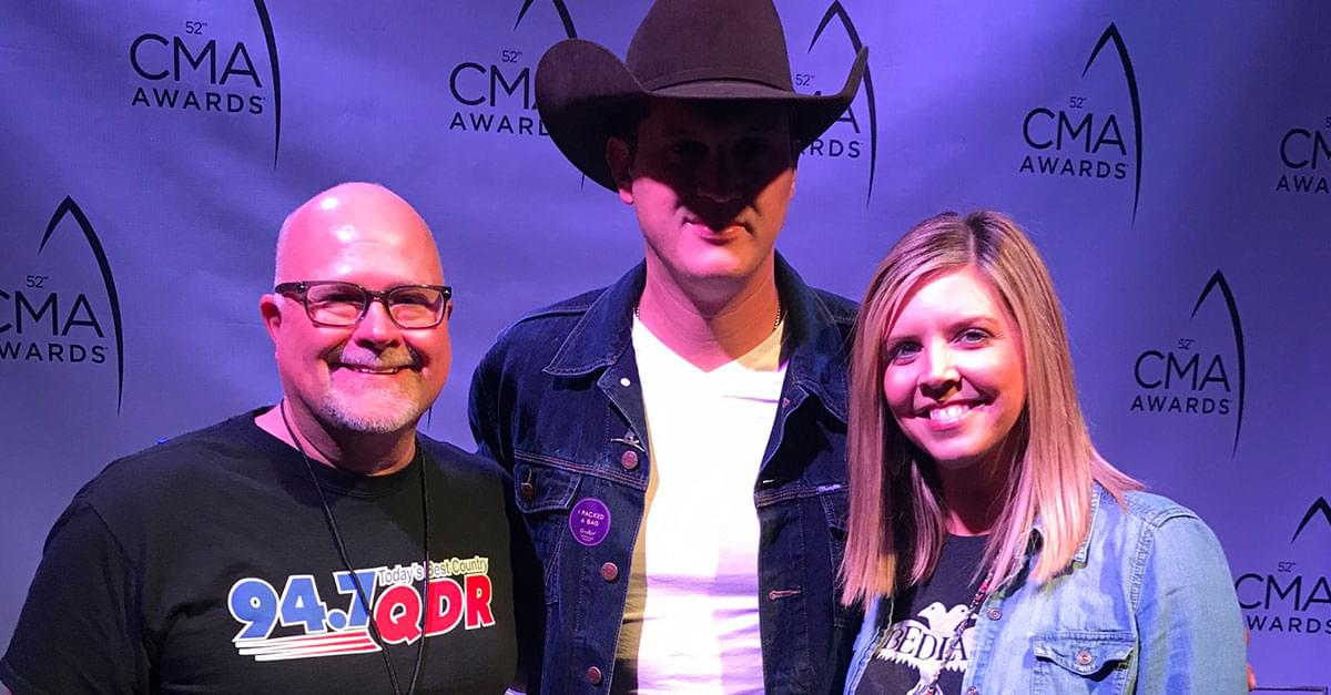 Watch: Jon Pardi Sings George Straight's 'Carrying Your Love With Me'