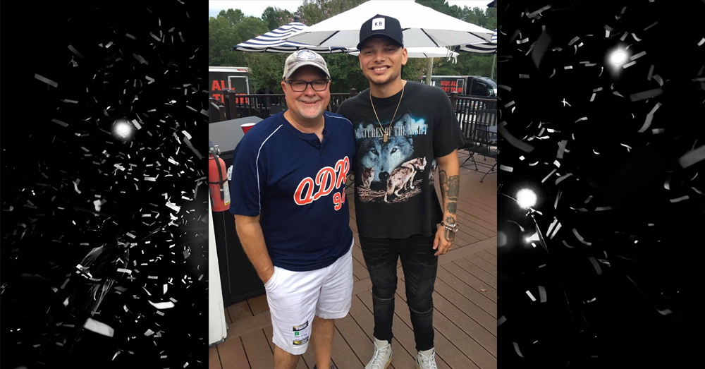 Kane Brown joins Mike & Janie!
