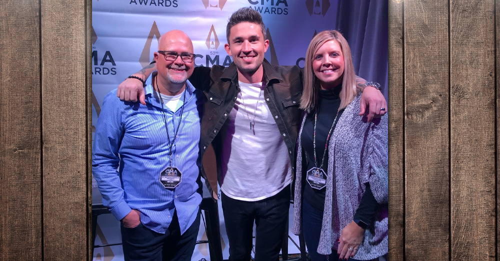 Mike and Janie catch up with Michael Ray!