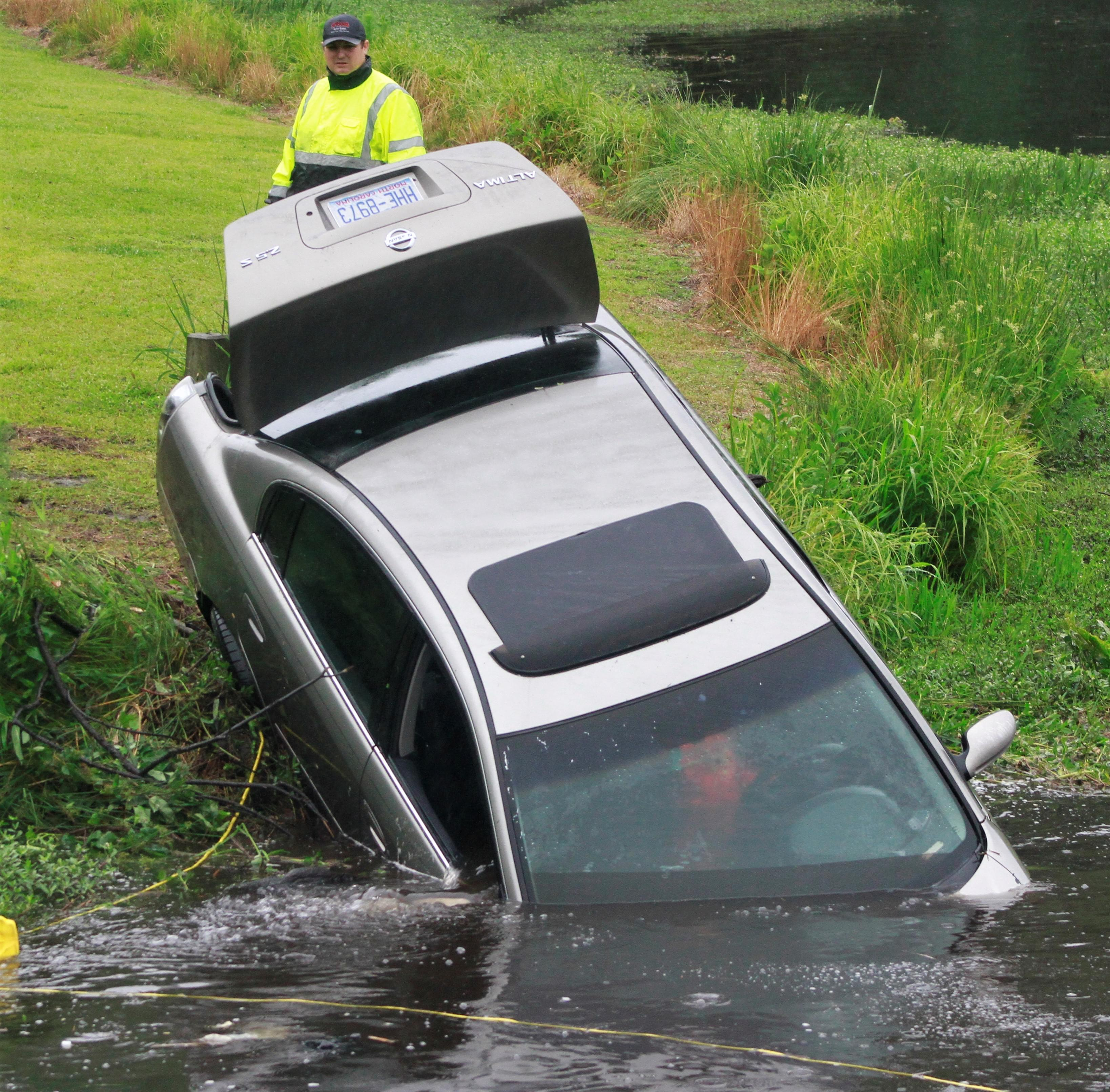 Vehicle Crashes Into Lake Wackena (PHOTO GALLERY)